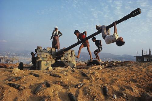 Steve MCCURRY - Children Play On AA Gun | by GallArt.com