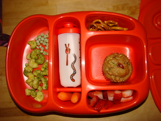One of Gabe's lunch box this week, with a zucchini muffin | by Manue@PrettyKiku