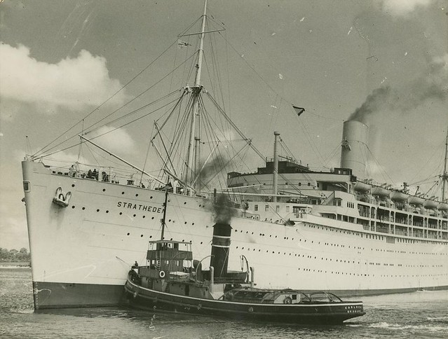 Passenger ship Stratheden being turned in the Brisbane Riv