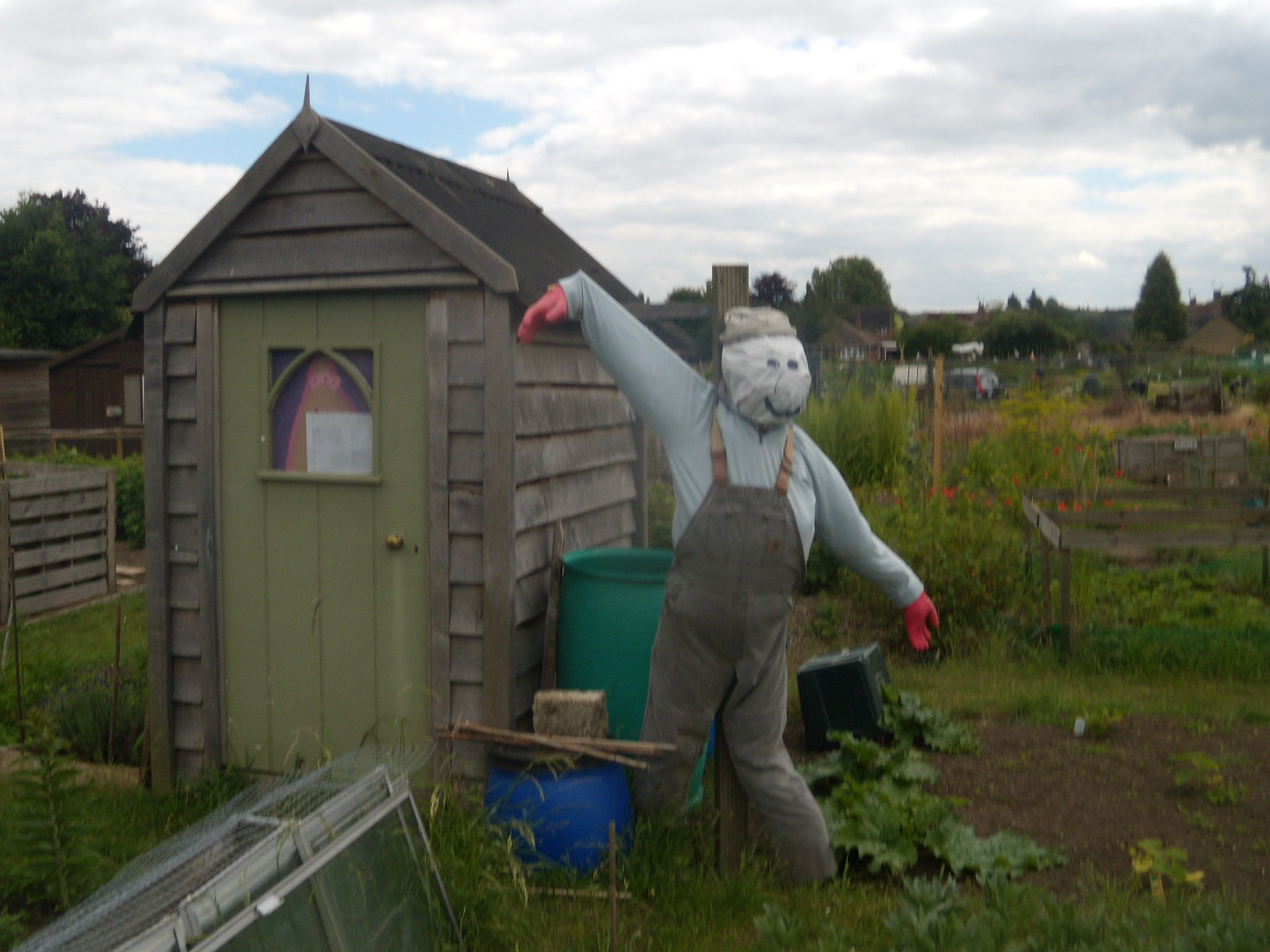 "Which way to Dorchester, Mr Scarecrow? (squeaky scarecrow voice) ""eet weey"". Appleford Circular"