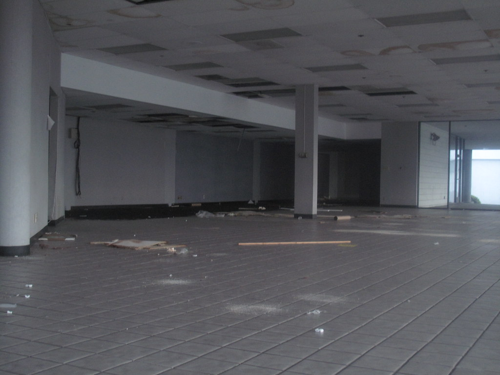 Incredible Empty Showroom This Used To Be An Auto Dealership Then Fo Download Free Architecture Designs Scobabritishbridgeorg