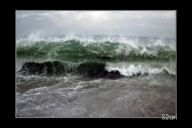 big waves par Karim SAARI
