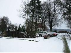 Ingelstrup Kapel set fra indkørslen om vinteren