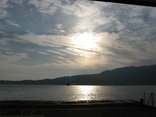 light cloud japan ferry sunrise dawn lumière 日本 nuage 雲 reflexion reflets japon leverdesoleil 光 aube フェリー 暁 朝日 反射 miyajimaguchi 宮島口
