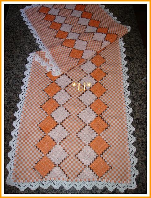 c117a5b7c83455 Caminho de mesa(bordado em tecido xadrez).   Este é um camin…   Flickr