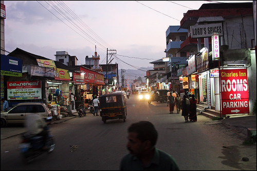 road street sunset wild india mountain man mountains streets guy car evening wildlife south parking spice ad atmosphere kerala lord advertisement spices roads 2009 lords reservation kumily carparking djungle periya reservate roomas kummily kumiley kummiley rksha