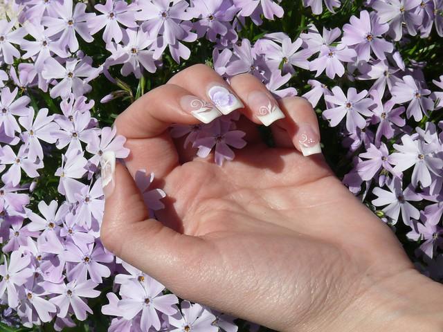Francia szolid díszítéssel / French manicure with discrete decoration