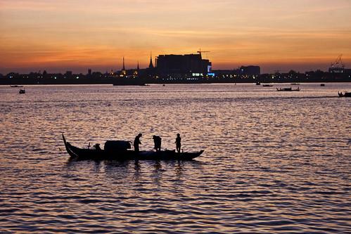 sunset party holiday water skyline night river evening boat cambodia southeastasia cityscape fishermen ride capital celebration phnompenh kh christmaseve nite mekong kampuchea preăhréachéanachâkrkâmpŭchea preaùhrachanachkrkmpuùchea preaùhržachžanach‰krk‰mpuùchea