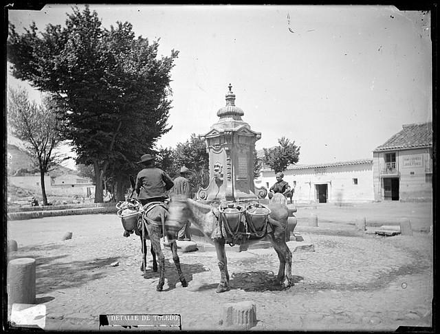 Fuente de Cabrahigos en Toledo hacia 1880. Fotografía de Casiano Alguacil. Ayuntamiento de Toledo