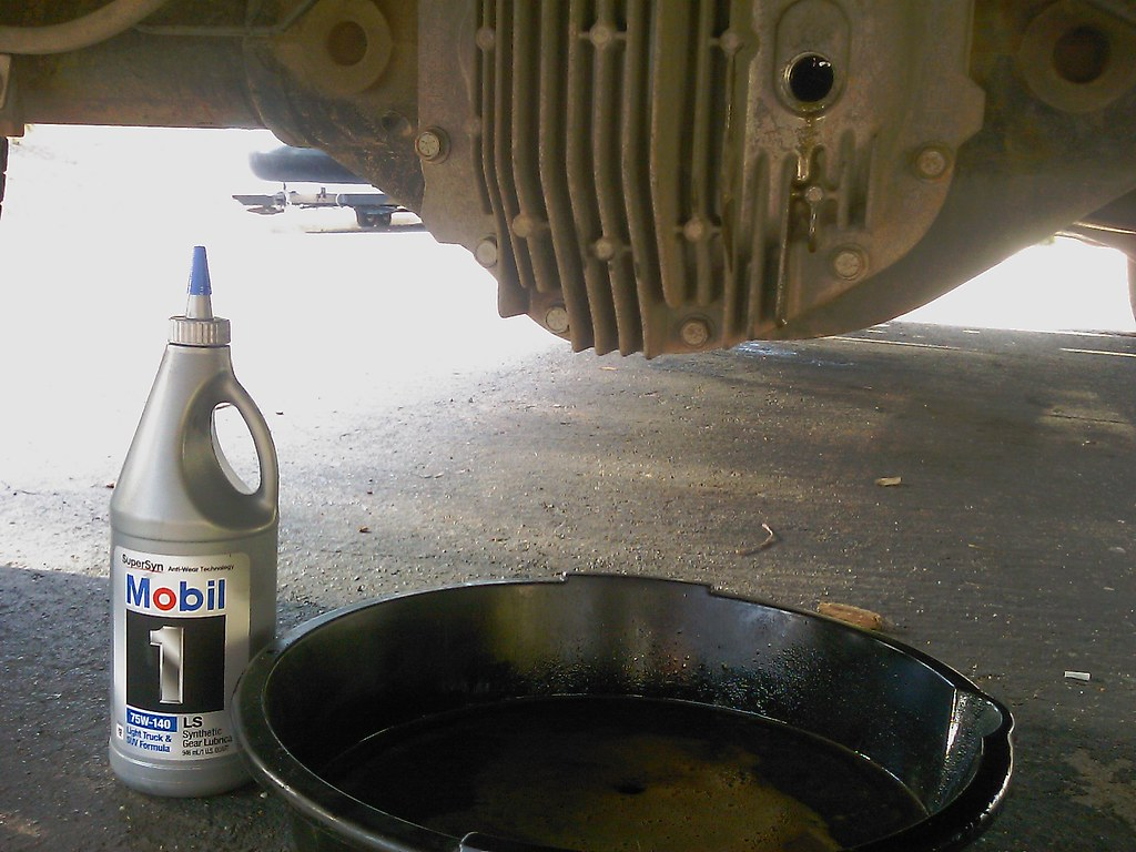 Changing rear differential oil in my 2005 Nissan Titan  Dr