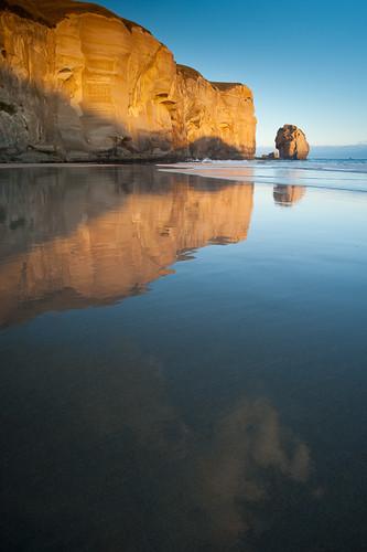 cloud beach vertical reflections landscape sand waves cliffs nz dunedin tunnelbeach