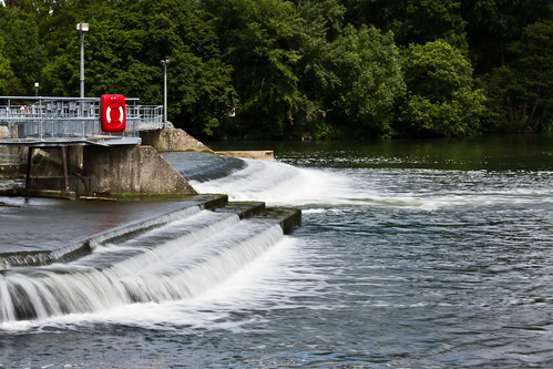 Weir (1/10)   by Russell Ede