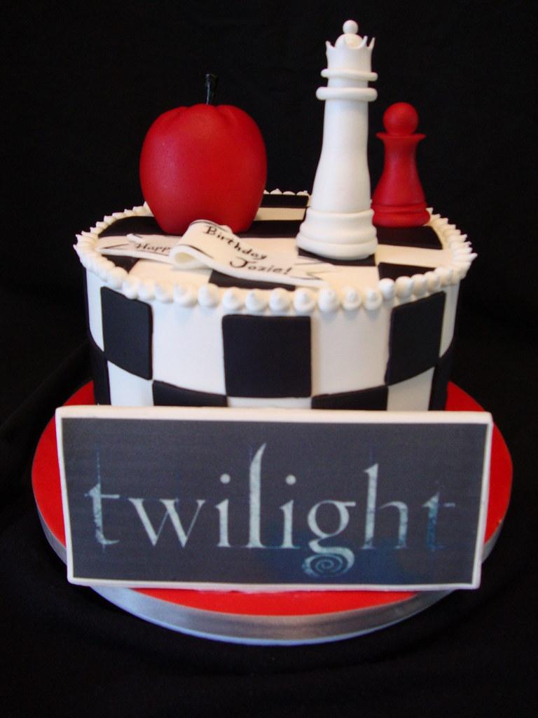 Astounding Twilight Themed Birthday Cake Laura Varela Flickr Funny Birthday Cards Online Overcheapnameinfo