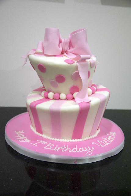 BC4115 - pink white topsy turvy cake