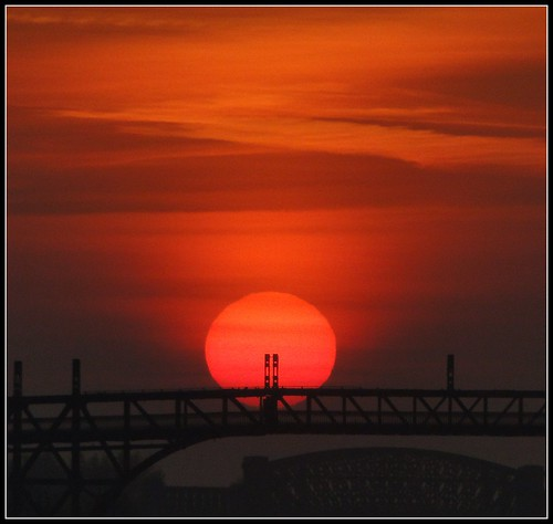 bridge sun sunrise manchester canal warrington ship cheshire railway swing viaduct heath locks rise volcanic stockton m6 railwaybridge transpennine cantilever manchestershipcanal thelwall latchford dschx1 ukgreg