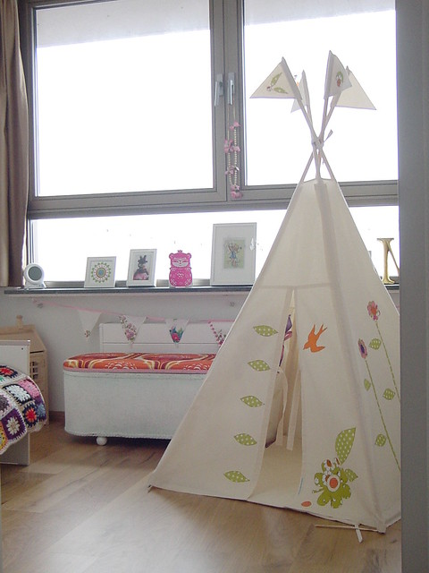 moozlehome teepee in Dolly's room