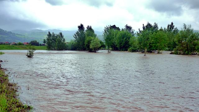 crecida del rio Cubia a su paso por Grao
