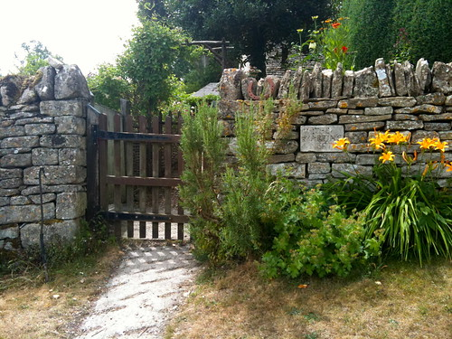 Cottage gate at Little Barrington | by Tip Tours