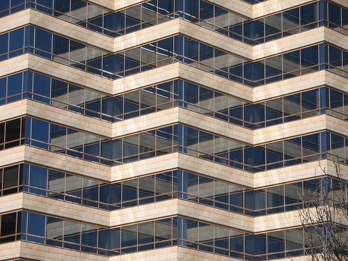 Reflections on the Warner Brothers building in the Universal Studios | by rlima_pt