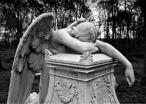 hingham hinghamma grievingangel massachusettscemetery newenglandcemetery angelofgrief hinghamcemetery mariahooper hoopergrave