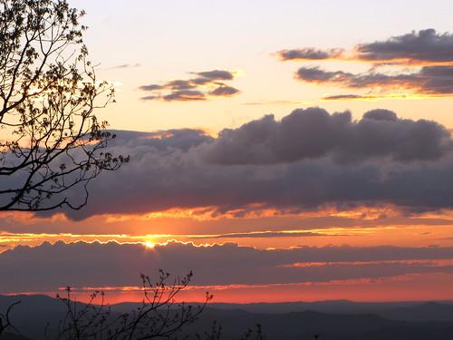 morning cloud mountain mountains sunrise landscape spring northcarolina april landschaft blueridgemountains blueridgeparkway appalachianmountains appalachians westernnorthcarolina southernappalachians ccbyncsa elkmountainoverlook canonpowershotsx10is