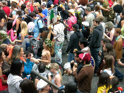 Bay to Breakers 2010: Have you Hugged a Tree Today? | by DoNotLick