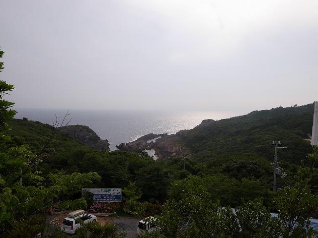 <p>山の中からやっと海が見えてきました</p>