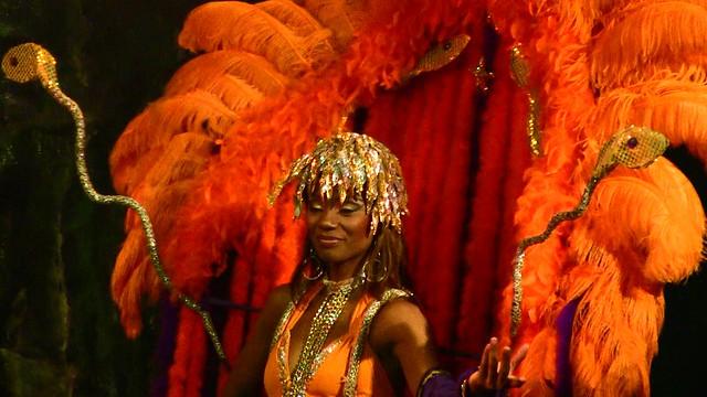 Brasilien-Rio de Janeiro - Sambatänzerin , dunkle Schönheit in orange, 4160