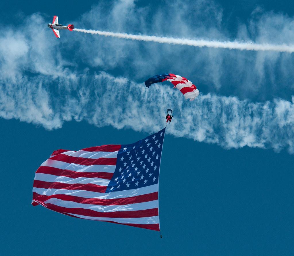 E Team Skydivers of Mason, Ohio   View On Black E Team Skydi