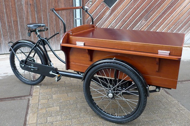 Fri, 05/07/2010 - 06:10 - Enclosed medium sized bakfiets with hinged lid.</p> <p>www.workcycles.com
