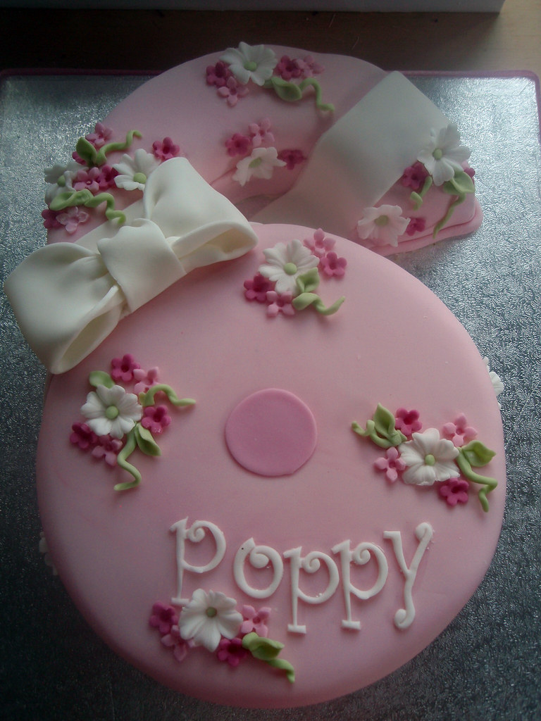 Surprising Poppys Number 6 Cake Poppys Birthday Cake Melissa Edwards Flickr Personalised Birthday Cards Beptaeletsinfo
