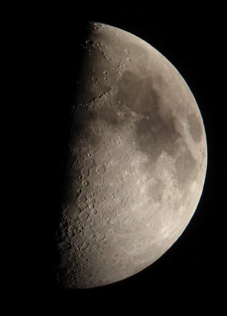 Luna cuarto creciente. Crescent moon | www.fotografiasdegran… | Flickr