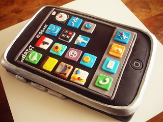 Bolo iPhone (iPhone Cake!) contato@dentrodoforno.com | by Carla Ikeda - DENTRO DO FORNO - BOLOS DECORADOS -