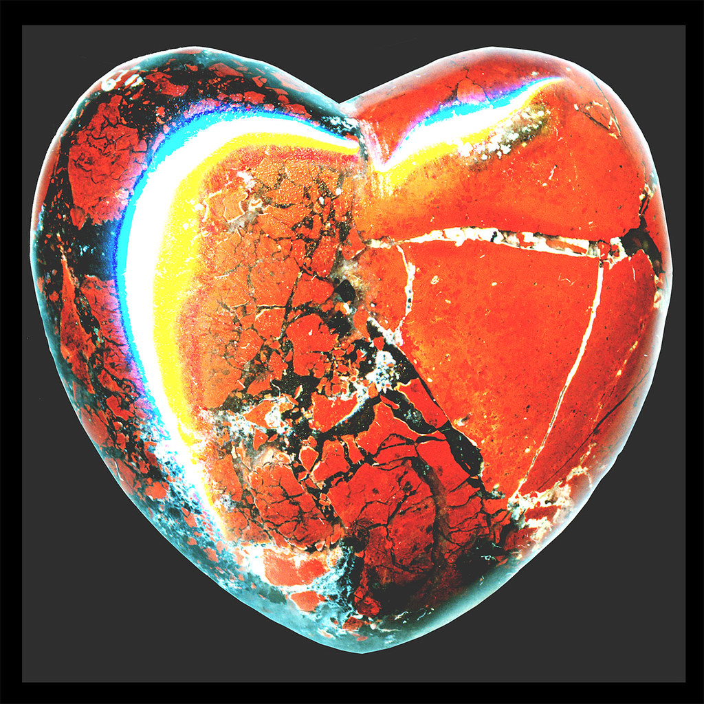 hearts′ empath ♥ brick-red ♥ brecciated jasper & black hem