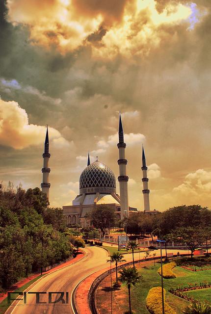 Masjid Negeri Shah Alam with fake HDr