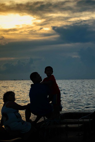 family sunset sea sky silhouette clouds father philippines mother son shore mateo pinoy navotas thehousekeeper flickristasindios georgemateo