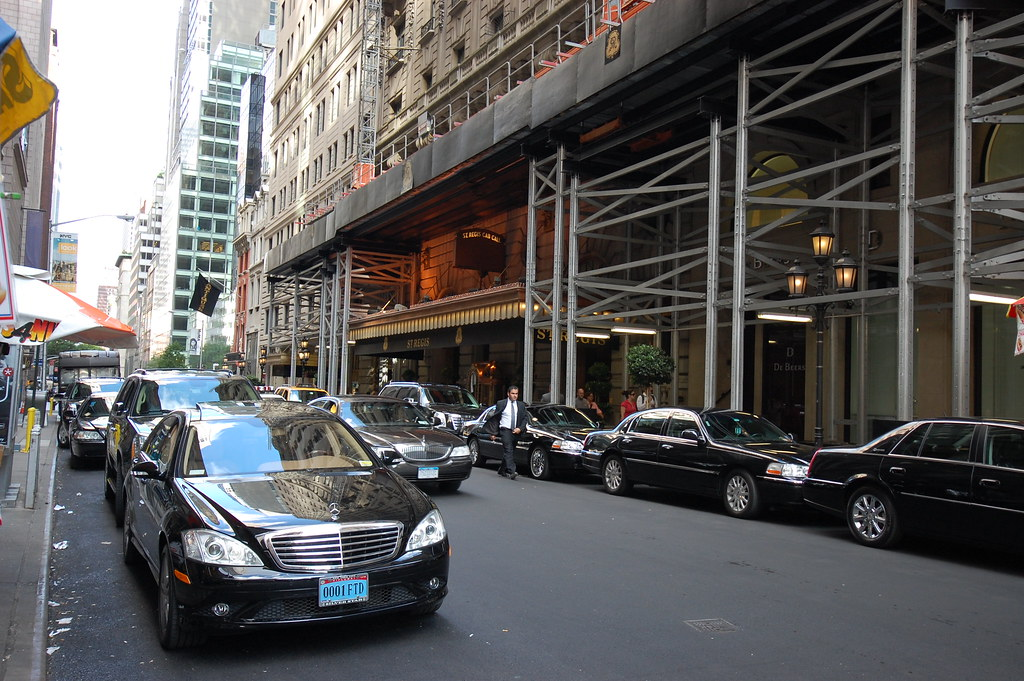 Luxury Trip to New York: How to Get Around and Where to Stay?