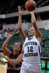 Women's Basketball, 12 drives 16