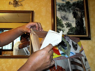 Taking the paint out of the frame/ Desmontando la pintura
