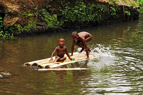 STP-Micolo-0910-21-OR | Sao Tome, Micolo, african children