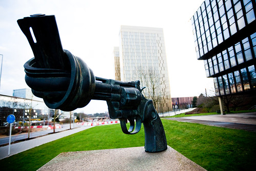 No gun, no crime | by Éole