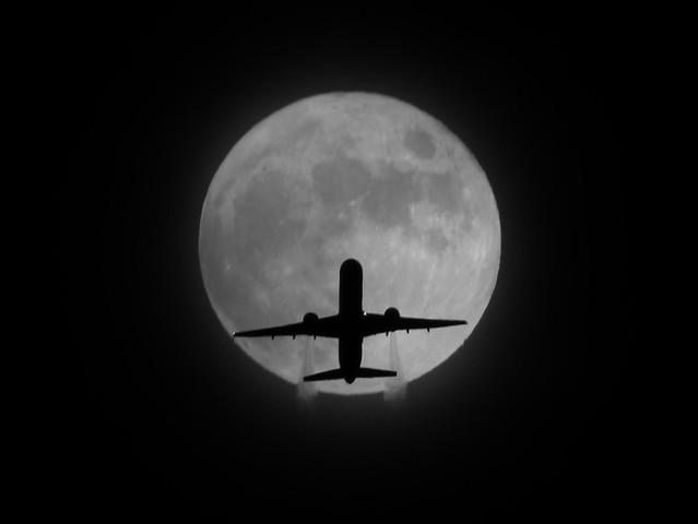 Full Flower Moon And Passenger Jet On May 27, 2010 DSCF6368