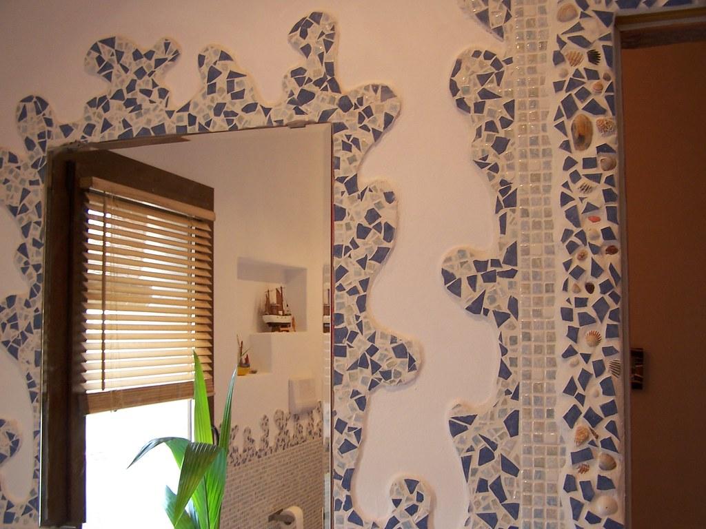 Mosaico diy un mosaico fatto con piastrelle rotte e conchiu flickr