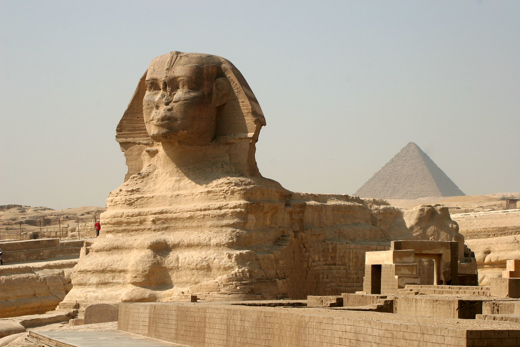 Egito. Guiza - Esfinge e a pirâmide de Miquerinos