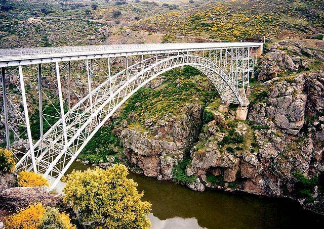 Puente Pino (Puente de Requejo) | 120 metros de luz de arco … | Flickr