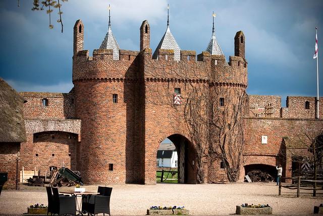 poort kasteel Doornenburg