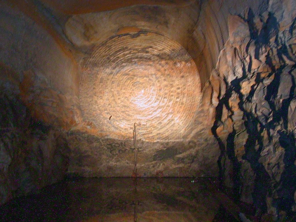 2006-12-01_1415-17 Bondi Junction Up storage tunnel by David Johnson