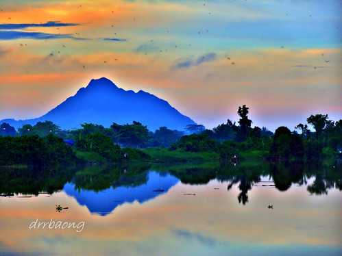 sunset sky cloud mountain reflection river sarawak malaysia gunung kuching refleksi sungai serapi gunungserapi mygearandmepremium