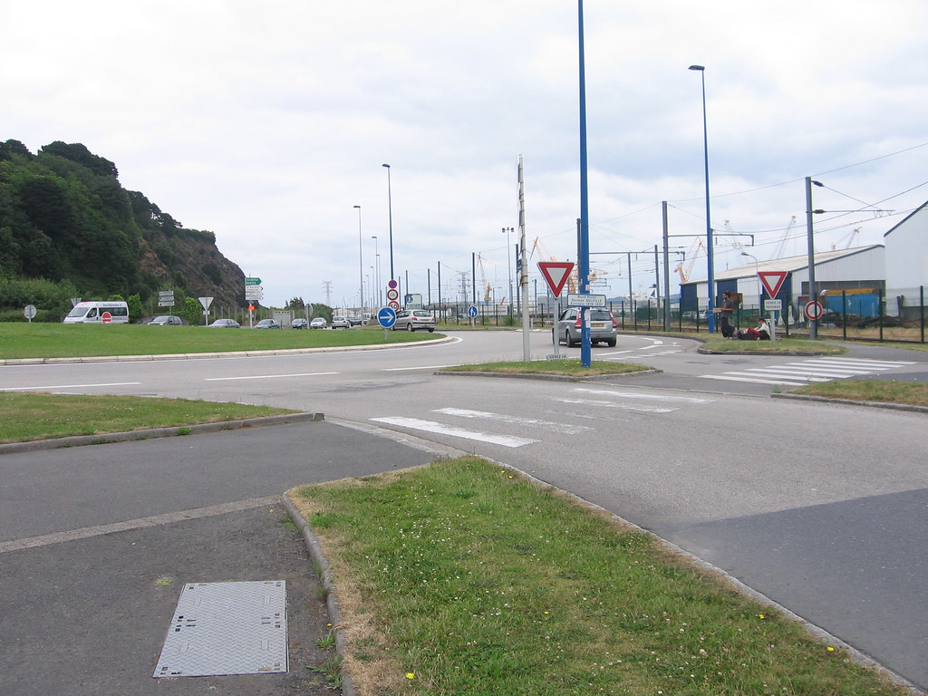 Port de commerce : rond-point (Brest)
