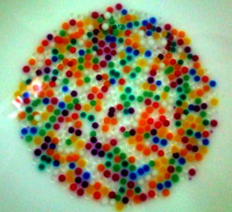 d2860a1c1 Bolitas de colores bañadas en agua. | Dentro de ocho horas s… | Flickr
